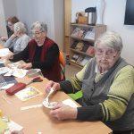 Seniorzy przygotowują prace konkursowe