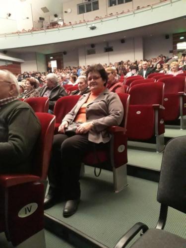 """Uczestnicy Gminnego Klubu Seniora przed koncertem """"Mazowsze"""""""
